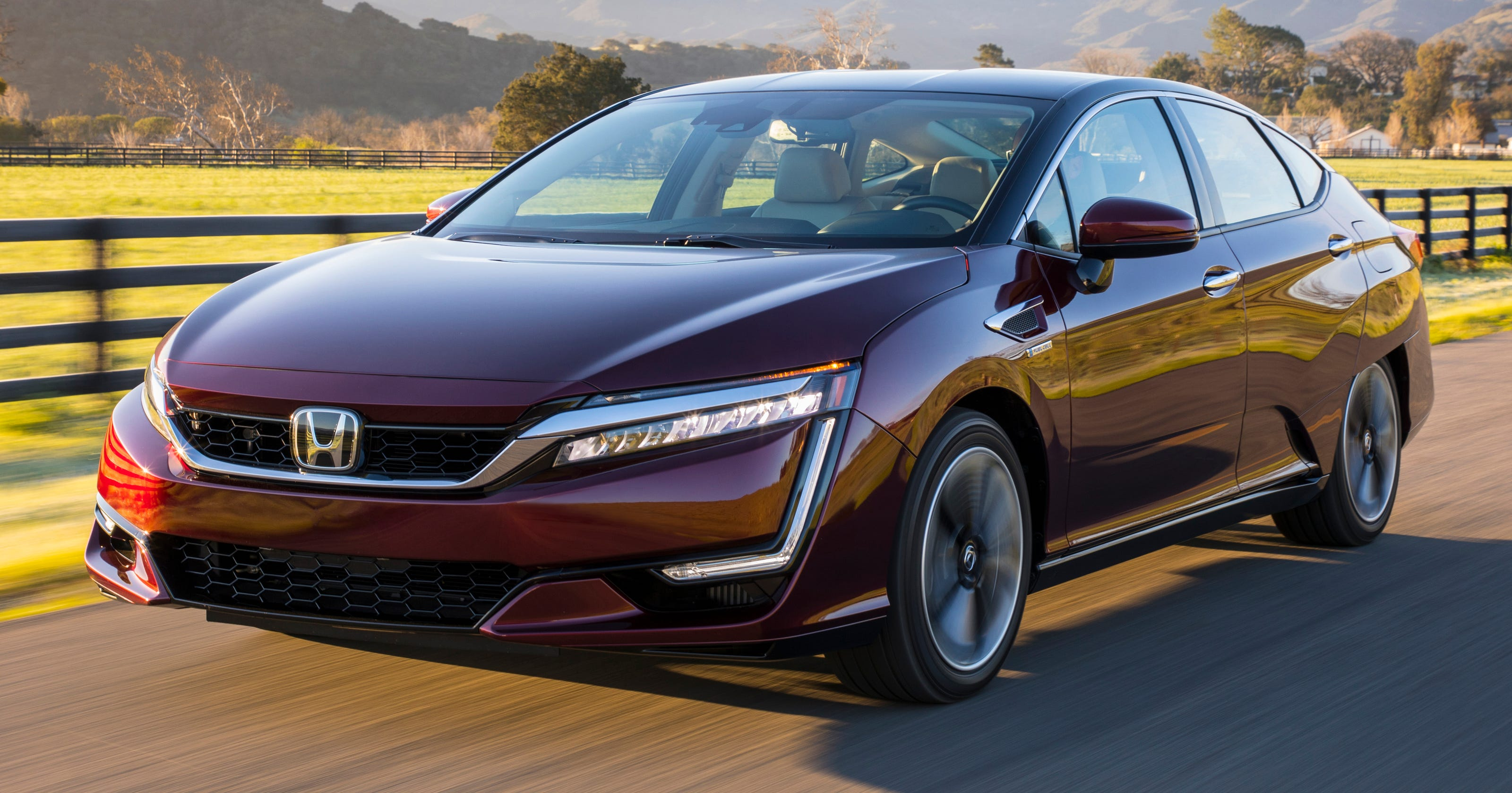 Review Honda Clarity Hydrogen Car Won T Go The Distance