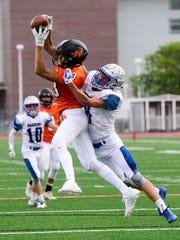 Washington wide receiver Shiloh Flanagan (13) makes