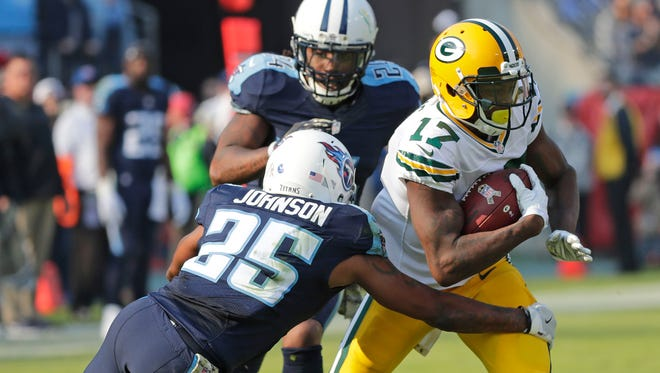 Green Bay Packers wide receiver Davante Adams (17) makes a long run after a catch against the Tennessee Titans at Nissan Stadium in Nashville, TN Sunday, November 13, 2016.