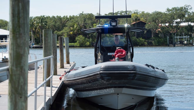 Boaters must have properly working green and red running lights and a properly working anchor light if they wish to avoid a citation while taking in a fireworks display by water this upcoming holiday.