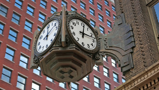 And it's off and running.  The Ayres Clock, repaired after a fundraising campaign was ceremonially re-started, Sunday, November 20, 2016.  The four-faced clock, mounted on the old Ayres building now occupied by Carson's at the southwest corner of Meridian and Washington streets, has been the subject of a fundraising campaign launched by Indiana Landmarks on October 5, 2016. All four clocks now run together, and the clock is lit from within.