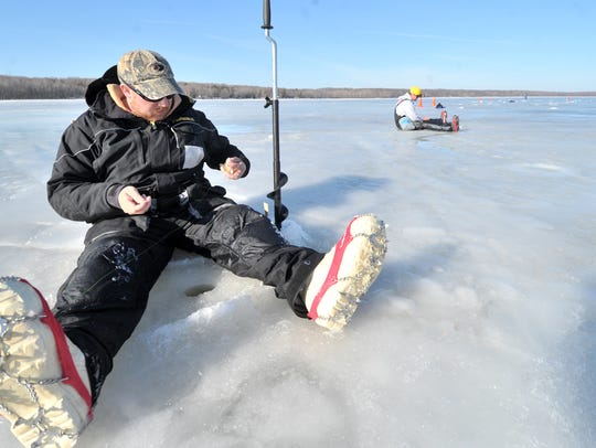 On Green Bay, fishermen are finally getting safe ice