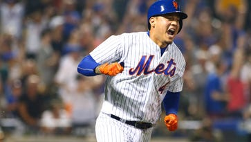Wilmer Flores hit career high in homers in 2017, but Mets searching for second baseman