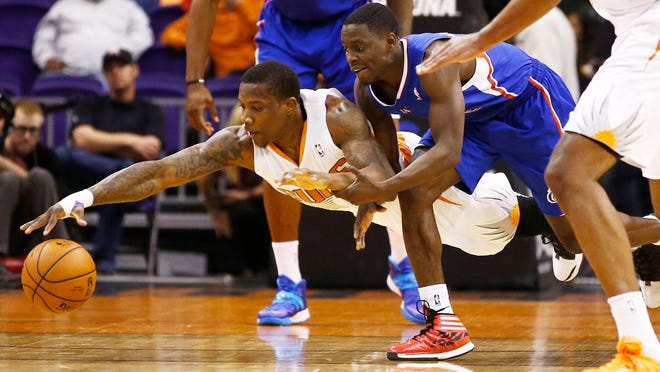 April 2, 2014 - Phoenix Suns guard Eric Bledsoe drives for the loose ball under the Los Angeles Clippers' Darren Collison at US Airways Center.