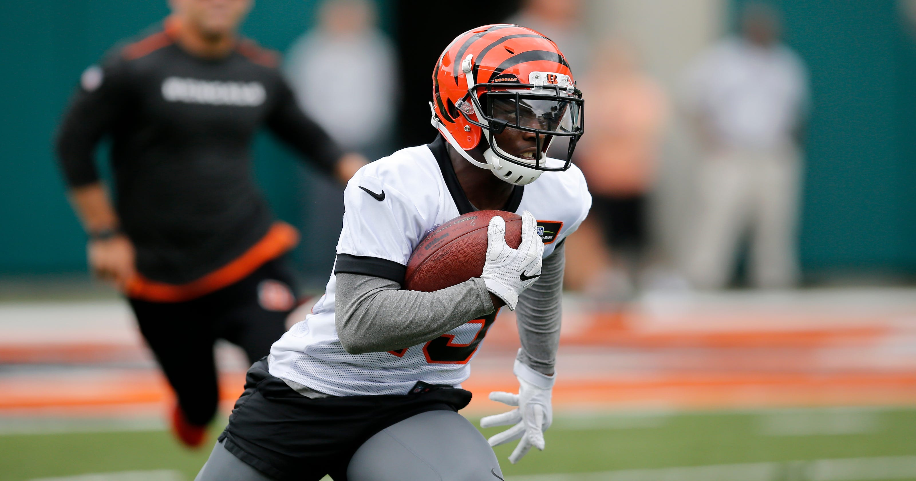 70eb9189 John Ross, Auden Tate provide spark in final day of Bengals minicamp