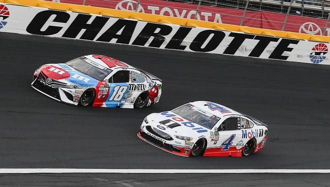 Kevin Harvick (4), racing Kyle Busch (18), finished eighth in Sunday's Coca-Cola 600.