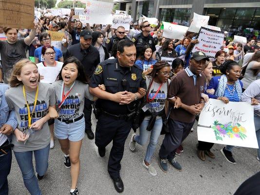 AP STUDENT GUN PROTESTS A USA TX