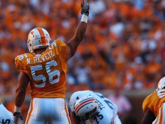 Tennessee linebacker Nick Reveiz calls for fans to