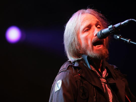 Tom Petty and the Heartbreakers perform on the Firefly
