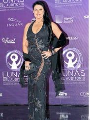 Alejandra Ávalos luce buena figura.