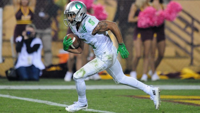 Oct 29, 2015; Tempe, AZ, USA; Oregon Ducks wide receiver Charles Nelson (6) returns a kickoff 100 yards for a touchdown during the second half against the Arizona State Sun Devils at Sun Devil Stadium. Mandatory Credit: Matt Kartozian-USA TODAY Sports