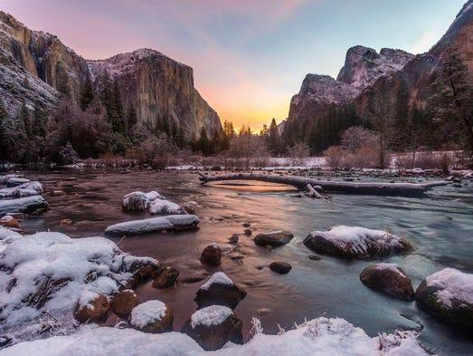 la Note de Corsair - Page 4 636171568554726312-Yosemite-NP-Yu-Shi-STE-winter-valley-small