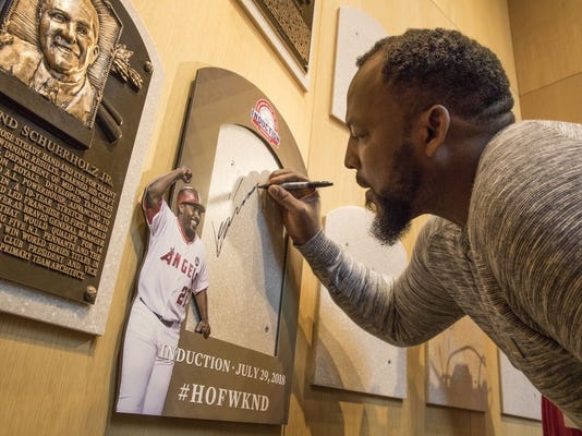 Baseball_Hall_of_Fame_Guerrero_01294.jpg