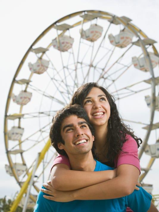 amusement park couple.jpg
