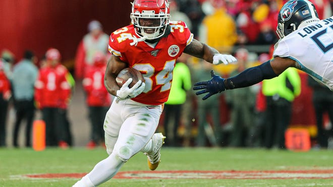 Chiefs running back Darwin Thompson (34) runs against Titans linebacker David Long (51) during the second half of the AFC Championship Game at Arrowhead Stadium.