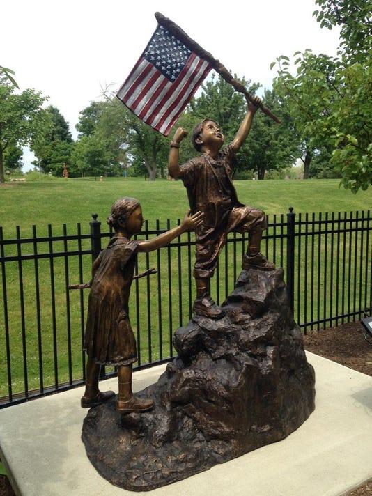 NNO Crawfords statue
