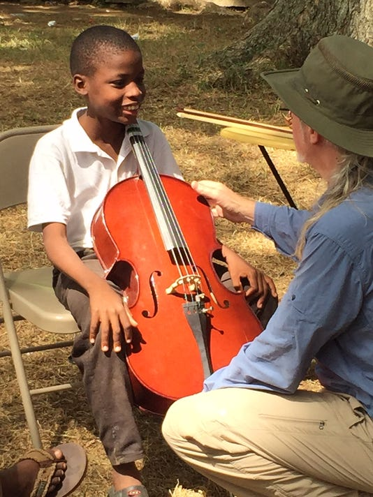 636620063000357351-Robert-O-Brien-cello-teaching.jpg