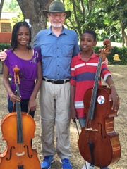 Robert O'Brien with Cemucha cellists.