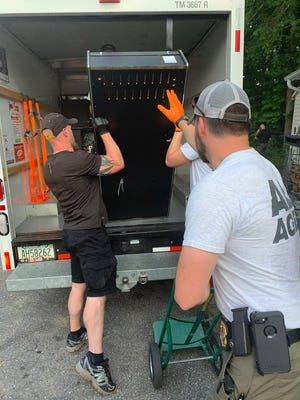 Seven gambling machines were removed from a Lincolnton convenience store Friday, according to the Lincoln County Sheriff's Office.