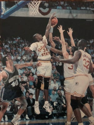 FSU's Rodney Dobard defends a shot from Georgetown's Alonzo Mourning in this Sports Illustrated photo from the 1992 NCAA Tournament.