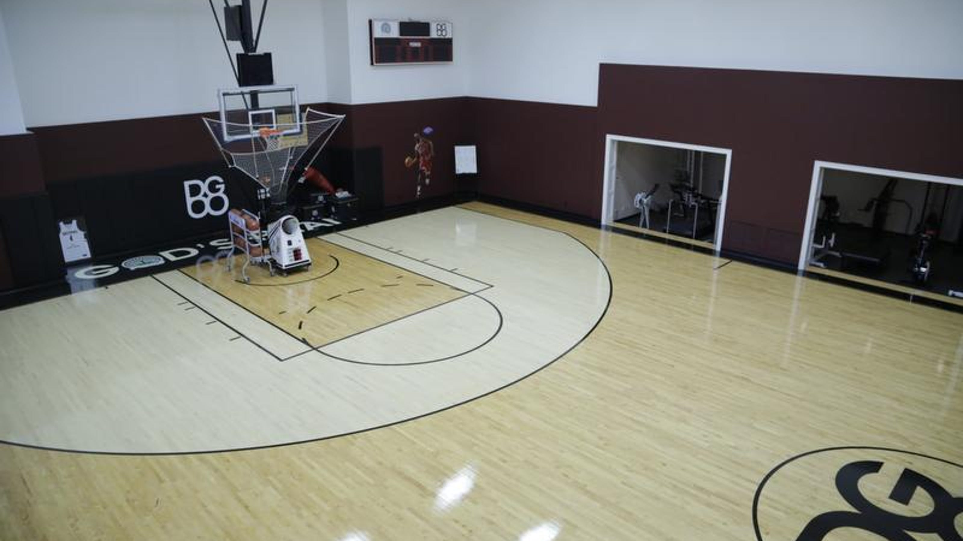 Michigan House Envy Former Pistons Mansion Has Indoor Basketball