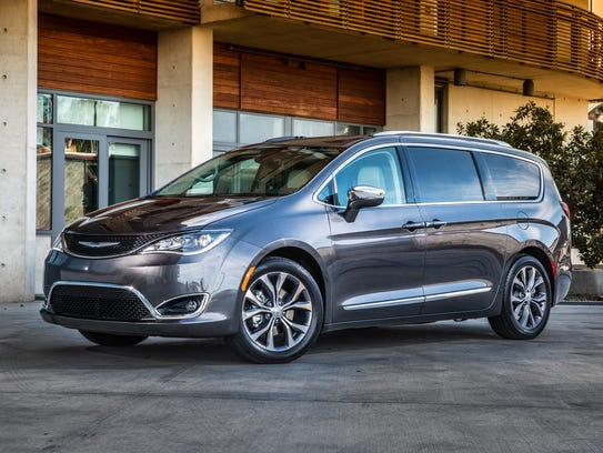 minivan matchup edmunds compares chrysler pacifica and honda odyssey. Black Bedroom Furniture Sets. Home Design Ideas