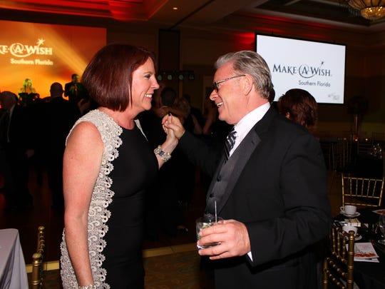 Lesley Colantonio congratulates Auctioneer Rick Gallo on a great auction.