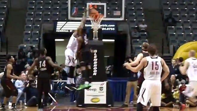 Tony Mitchell dunk