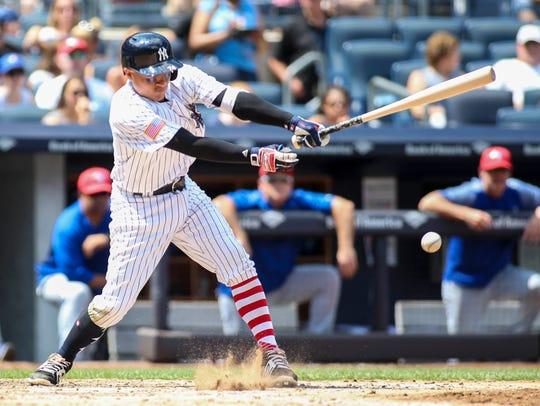 New York Yankees pinch hitter Ronald Torreyes gets