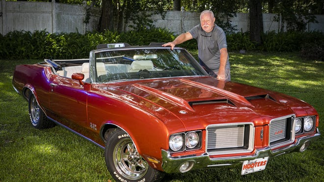 Ladd Poehlman restored his '72 Olds Cutlass 442 four-speed convertible in phases, starting from a wreck in a towing company yard.