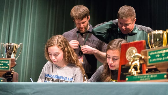 Grace Sloan and Pali Smith sign letters of intent with