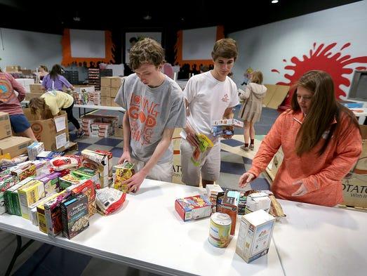 400 clemson students spend break in indy volunteering