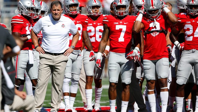 Greg Schiano with members of the Ohio State defense before last year's opener against Bowling Green.