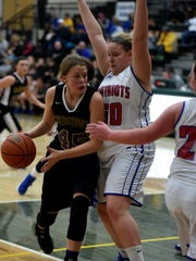 Hagerstown Kassidy Oliger moves the ball against Union