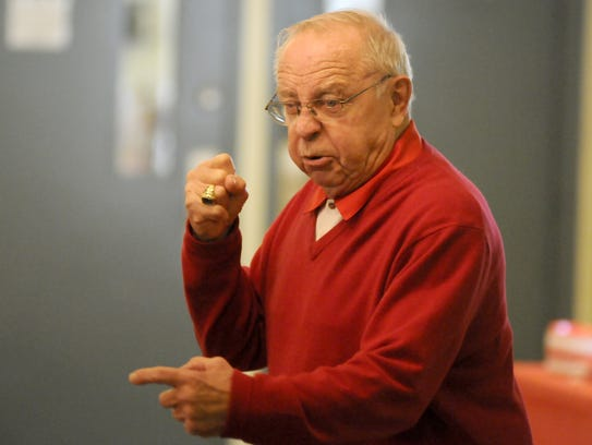 A fiesty Earle Bruce addresses patients of a Mansfield