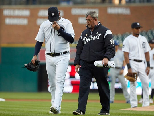 Tigers pitcher Anibal Sanchez (19) walks off the field with trainer Kevin Rand after he is hit by a batted ball in the first inning on Tuesday, Sept. 5, 2017.
