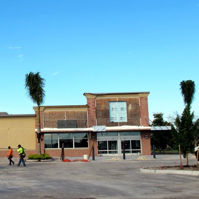 The Aldi grocery store nears completion on Naples Boulevard