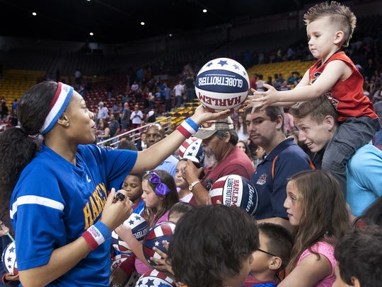 The Harlem Globetrotters will perform at 7:30 p.m.