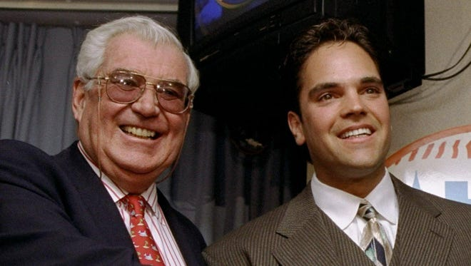 Nelson Doubleday, left, was instrumental in bringing catcher Mike Piazza to the Mets.
