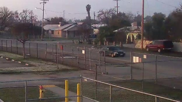 Deputies are looking for a man they believe tried to kidnap an Earlimart teenager.