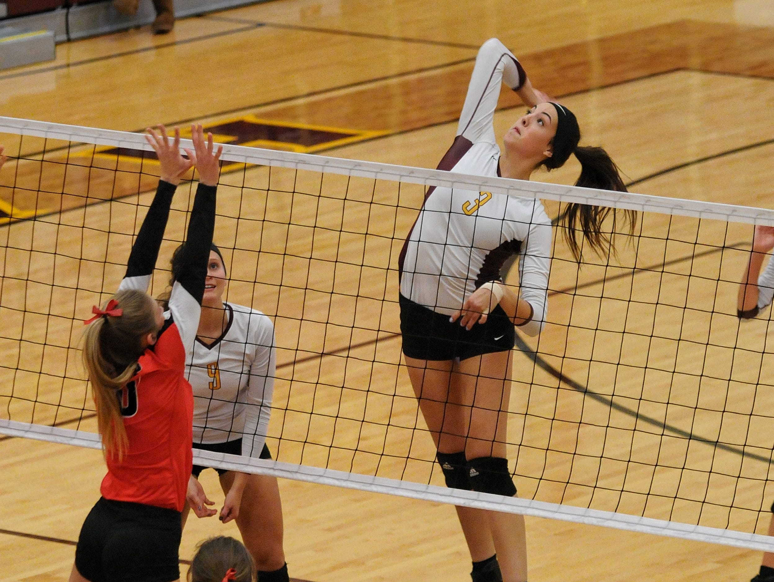 Harrisburg Tigers #3 Sam Slaughter gets her 1000th career kill as the Tigers beat Brookings 3-0 in Harrisburg Thursday night.