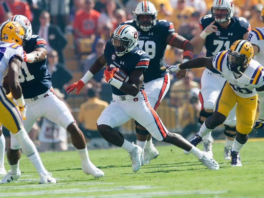 Auburn running back Kerryon Johnson (21) runs downfield