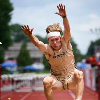 Jett Kinder, a Brentwood sophomore jumps and wins the
