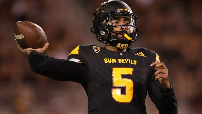 ASU quarterback Manny Wilkins throws a pass in the second half against Washington at Sun Devil Stadium on Oct. 14, 2017 in Tempe.