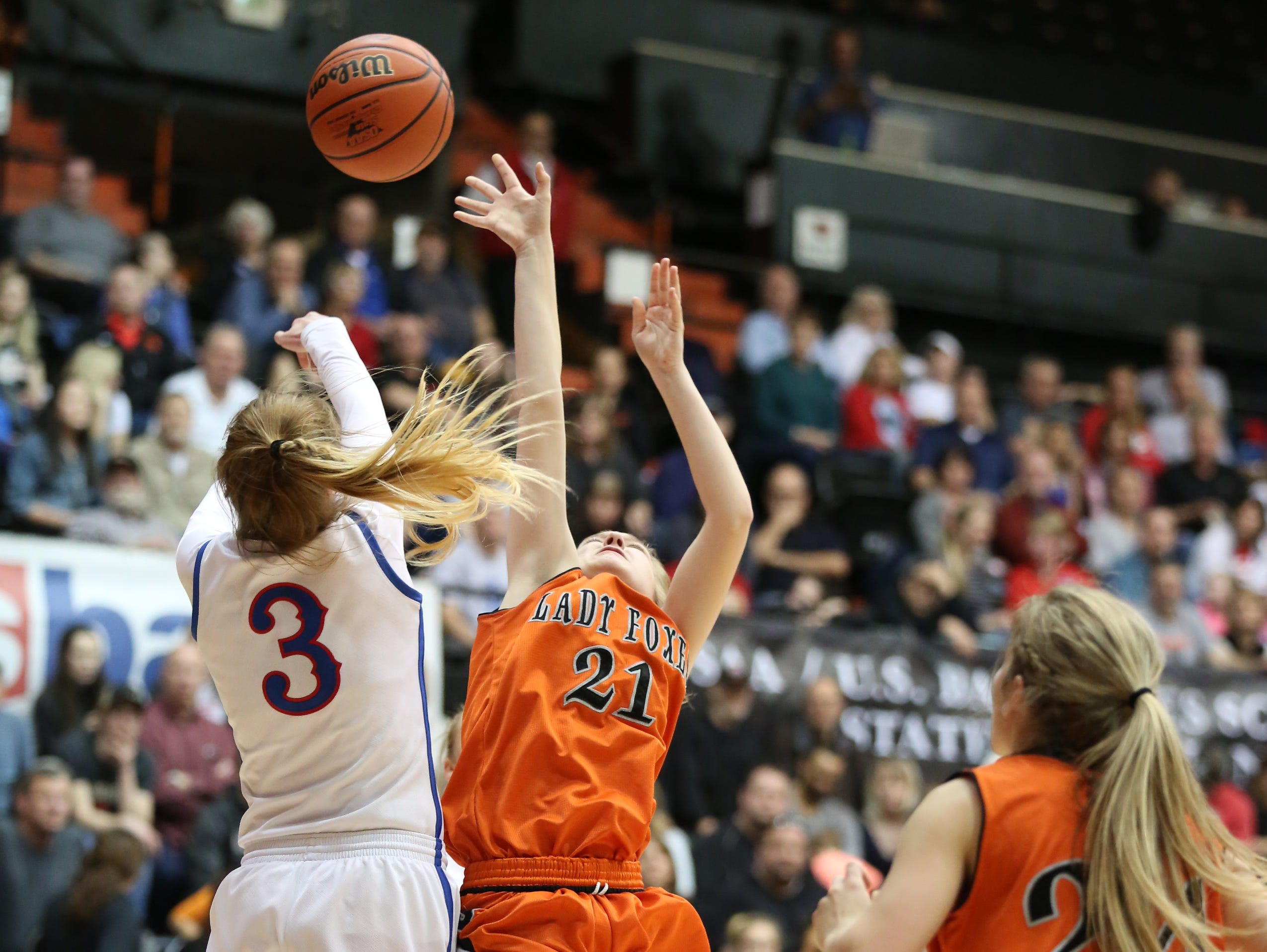 Silverton's Madison Ulven and the Foxes fall to La Salle 42-28 in the OSAA Class 5A state championship on Friday, March 10, 2017, at Gill Coliseum in Corvallis.