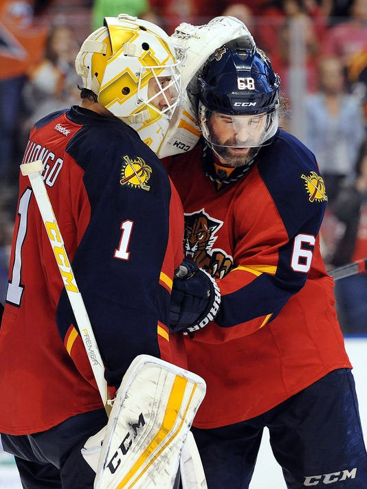 Roberto Luongo Bounces Back Panthers Top Islanders 3 1 To Even Series