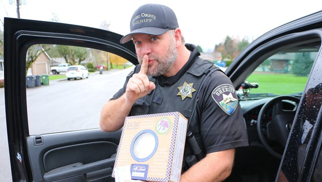 Marion County Sheriff's Deputy Tom Barber gave motorists pies instead of tickets.