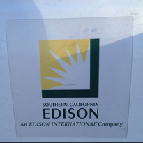 More than 1,000 Southern California Edison customers lost power in Palm Desert Tuesday morning.