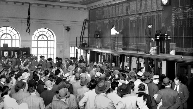 Cotton workers jam the Memphis Cotton Exchange on March 8, 1951, as the New York and New Orleans futures markets, controlled by ceiling prices, reopened after being closed for over a month.