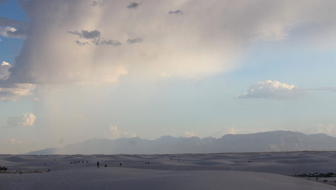 White Sands National Monument recorded 555,793 visitors enter the park in 2016, which is a 12 percent increase from the previous year and the highest visitation  recorded since 1998.